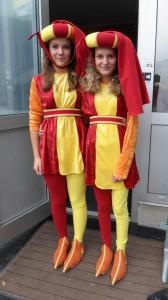 Våra statisttjejer har fått sina kostymer!